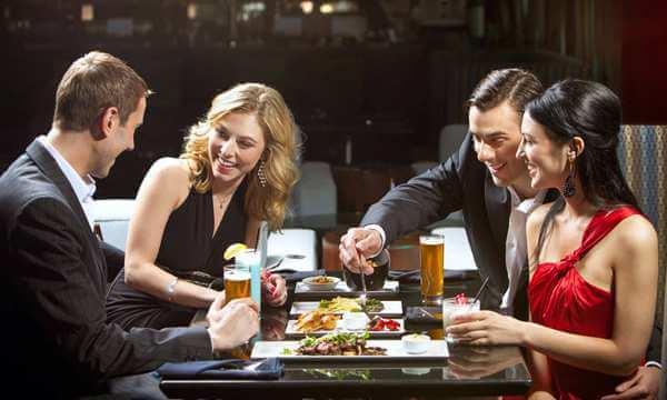 Правила этикета для совместного ужина с друзьями и клиентами